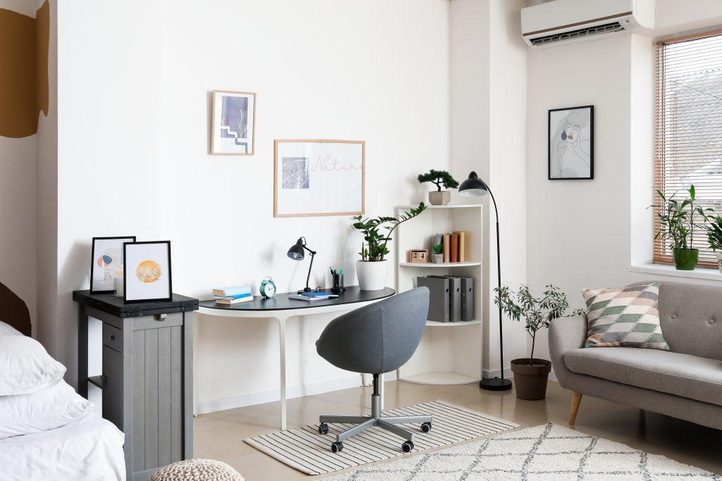 Γραφείο σε δωμάτιο