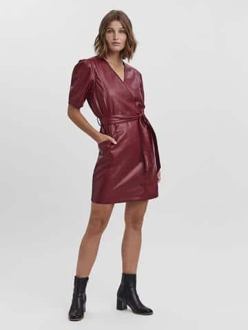 Γυναικείο φόρεμα mini δερματίνη με ζώνη VERO MODA
